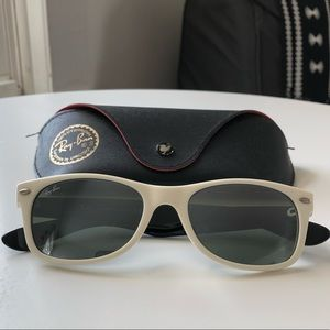 "Ray-Ban ""New Wayfarer"" RB2130"